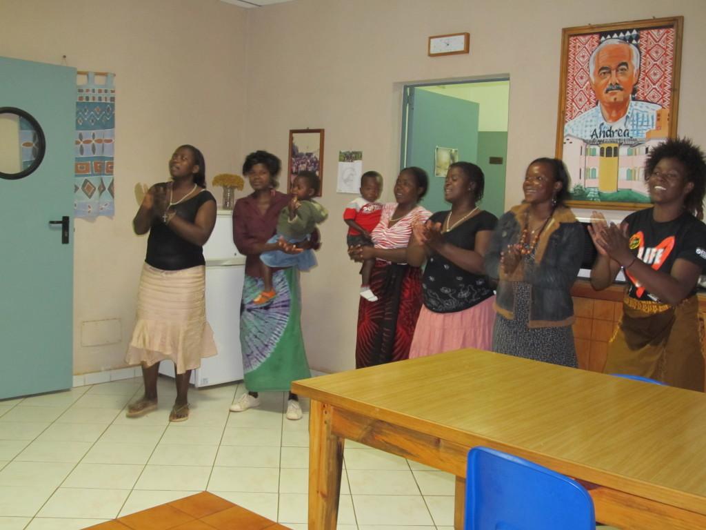 Amayi at Nankhombe singing for the visitors