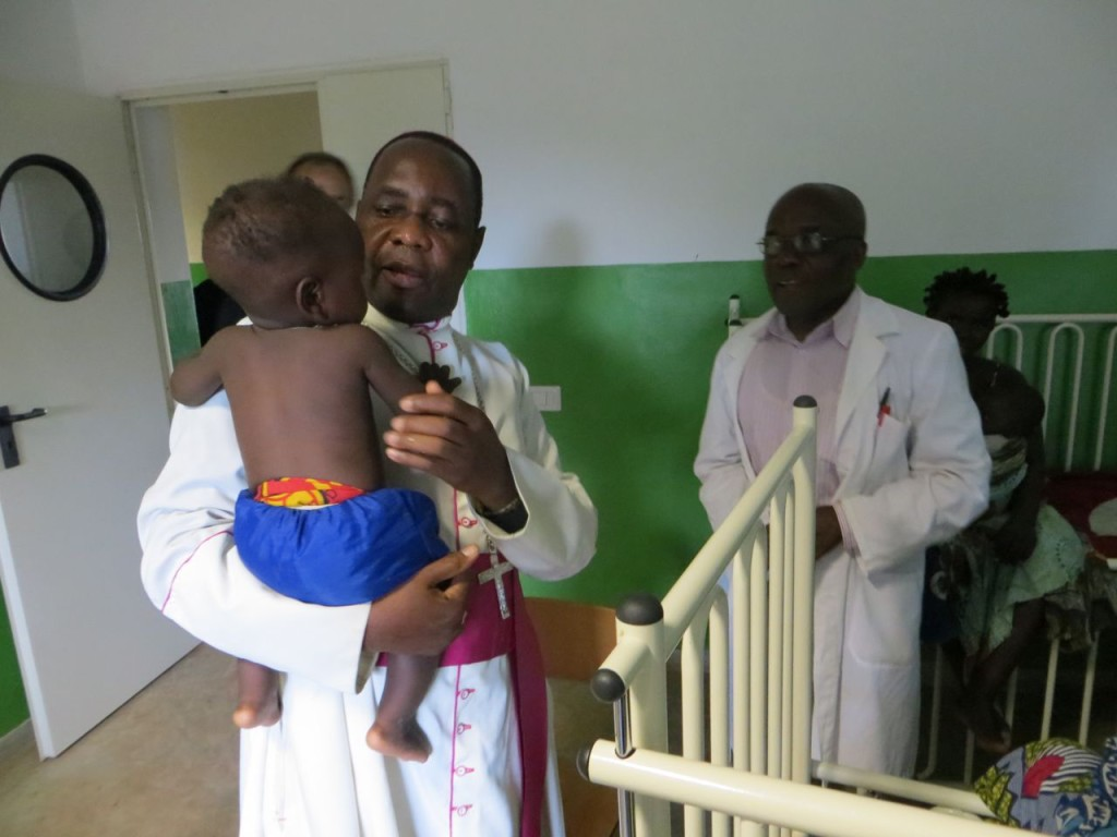 He also visited the paediatric ward of Comfort Community Hospital